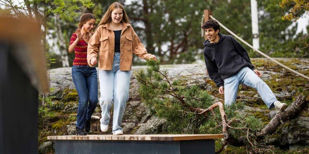 nuoret kiipeilevät